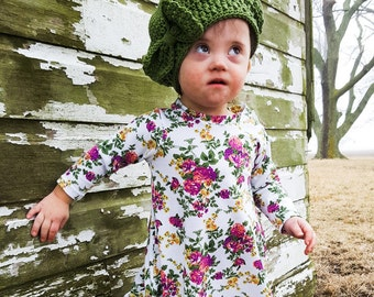 Green Baby Beret with Bow. Newborn to 12 Month Sizes