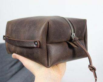 Leather Dopp kit Felt Dopp kit Groomsman Gift Personalized Toiletry Bag for Men Monogram Wedding Gift for Groom Leather Travel Shaving Gift