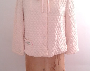 Vintage 1950's Evelyn Pearson Baby Pink Quilted Nylon Cropped Robe House Jacket Embroidered Mad Men Ladylike
