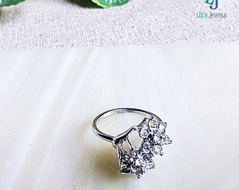 Silver Cubic Zirconia Ring, Size 8, QZ Ring, Silver dinner ring, cluster ring, flower ring, star cluster ring, silver ring