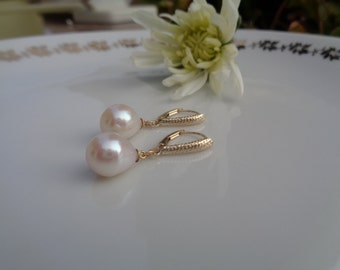 Pearl Earrings in 585-er gold with natural pearls on ornament earring