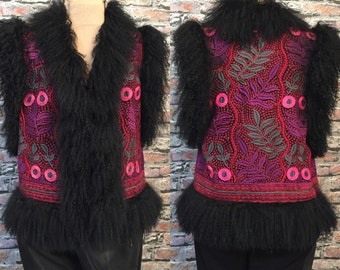 Vintage ANNA SUI Embroidered Vest With Lambs Wool Fur Trim   Size Medium