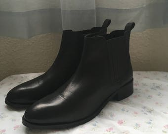 Women's Size 11 genuine leather chelsea boot