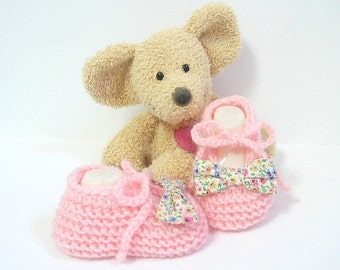 Pink baby girl booties size newborn to 3 months handmade by Tricotmuse