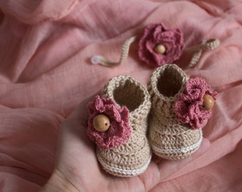 CROCHET PATTERN Beige Booties With Pink Flower for Newborn or Reborn Baby Girl - Cheap Crochet Boot Pattern, PDF pattern, pink