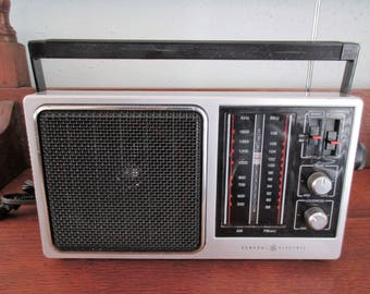 Vintage General Electric AM-FM Portable Radio Model 7-2857A
