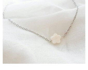 Necklace * mother of Pearl flower *.