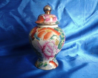 Chinese Flower Patterned Lidded Pot