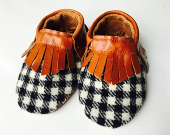 """Genuine leather moccasins in """"Tobacco"""" and houndstooth wool"""