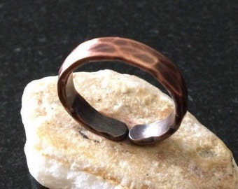 Copper Ring - R04H-8GP Adjustable Heavy Hammered Patina Pure Copper Ring with a 3/16 Inch (4.76 mm) Wide Band - Handcrafted by JW