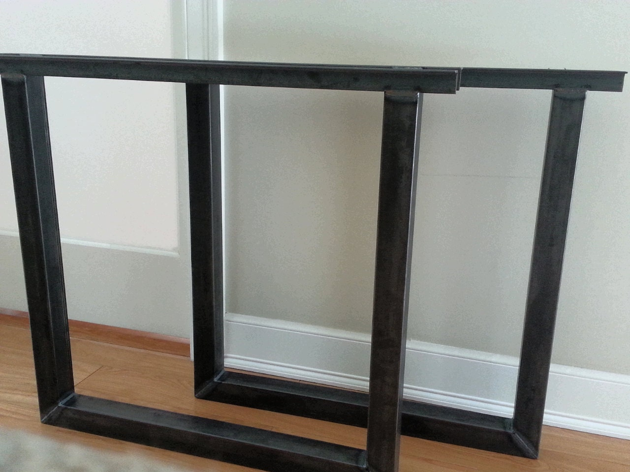 Diy table with tapered angle iron legs -  Zoom