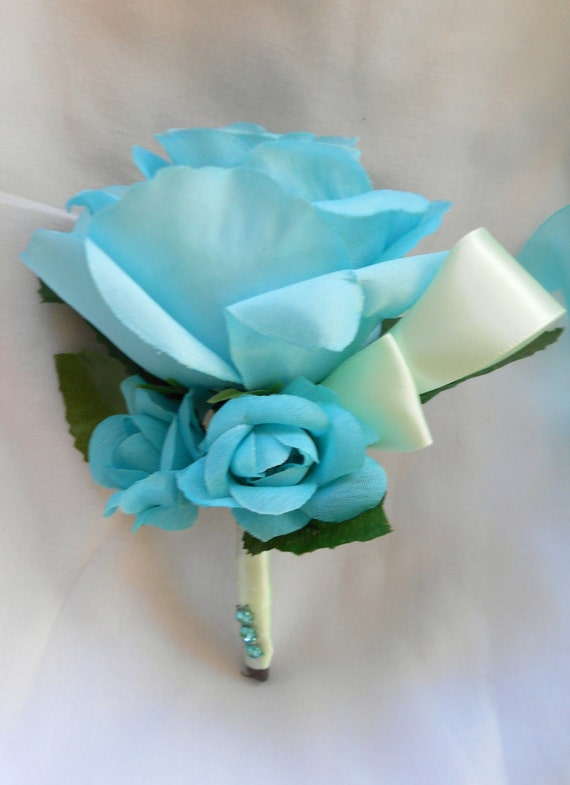 Set of 6 boutonniers agua and mint roses we have other colors
