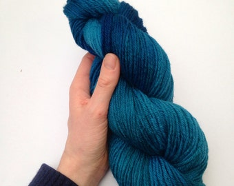 Hand Dyed Variegated Twisted Teal Blue 100g Natural Bluefaced Leicester BFL dk Ply soft 100% British Wool yarn Skein hank