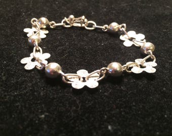 Vintage 950 Sterling silver flowers and balls bracelet