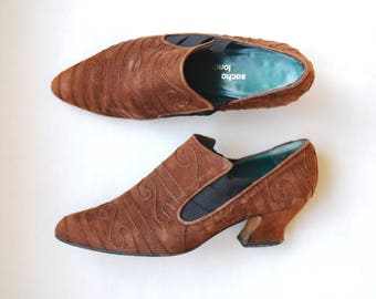 1990s high rise suede leather block heel pumps / size 8 / western style / high rise front / brown suede leather shoes