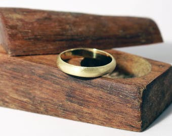 Welsh & Recycled Gold Etched D Profile 4mm Wedding Ring