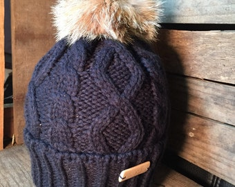 Tuque knitting with the Canada lynx fur pompom