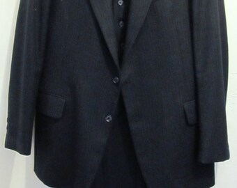A Men's Vintage 80's,3pc Navy Blue Pinstriped Suit By DOMINIC D'BRUZZI.42L (35x33)