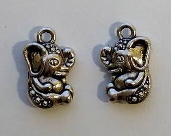 Sitting Elephant Charms (2)