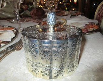 INTERNATIONAL SILVER COMPANY Silver Plate Box with Lid