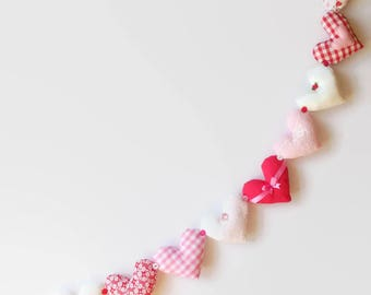 Hanging Heart Garland / Heart Bunting / Fabric Heart / Shabby Chic Garland / Red and White / 1 meter