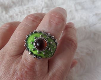 Vintage Dragon Eye Green Cloisonne Enamel and Amber Cabochon Chinese Export Sterling Silver Ring