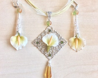 Cold porcelain arum white, yellow, green and silver metal ornament