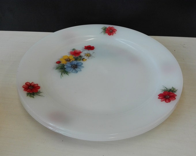 Arcopal flowers, serving plate