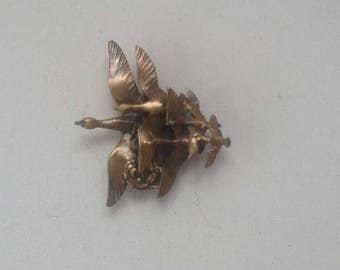 Vintage Brooch with Geese / Old Brass Brooch / Brass Flying Geese Brooch