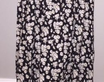 Vintage Daisy Skirt / size 14 / by Panthers