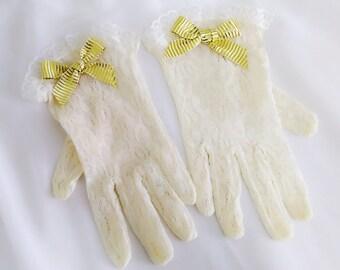 Ivory white girls gloves, Flower girl gloves, Junior gloves, First Communion gloves, Church gloves, Little girls gloves, Ribbon gloves