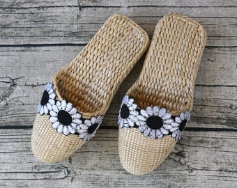 Exquisite Women's slippers with black-white flower decor/rustic handwoven shoes/Wholesales bulk/wedding gift/house shoes/GrasShanghai