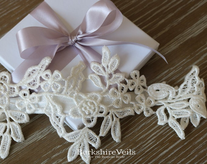 Wedding Garter | Sleek Garter | Lace Garter |Bridal Garter | Ivory Wedding Garter