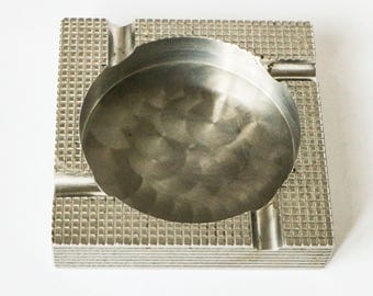 Vintage heavy ashtray in square design - 70s Sci-Fi metal style with brushed steel and metallic relief pattern