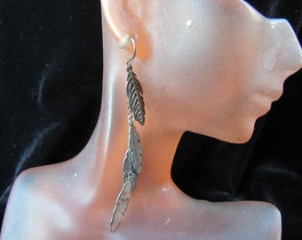 Vintage Pair Of Long Silvertone Feathers Pierced Dangle Earrings