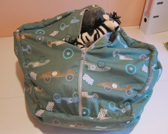 Sitting sack for children with storage for dolls and stuffed animals