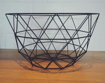 Geometric wire basket