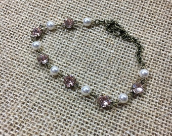 Vintage inspired pearl and glass stone bracelet