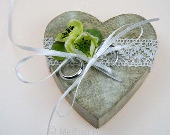 Wooden heart ring pillow cream vintage kl. Buttercup