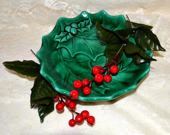 Holland Holly Berry Pedestal Plate