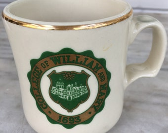 vintage College of William and Mary mug, college souvenir mug, W.C. Bunting Co., gold trim, green and gold, Williamsburg, Virginia, 1980s