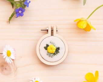 Mini embroidery hoop brooch Yellow Rose