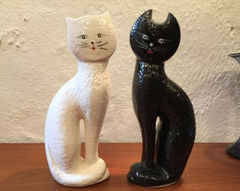 On Quirky Sunday we bring you a nice pair of cat figurines to make U:)