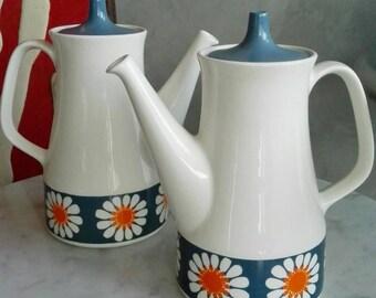 Figgjo Flint Norway. Designed by Turi Gramstad. Daisy Pattern Coffepot