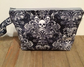 Medium Skulls Wedge Bag