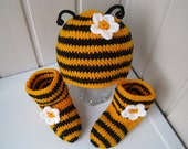 """Knitted booties, knitted hats, children's hats, knitted socks, hats and shoes, baby hat, baby gift, Children's set  """"bee"""", ready to be sent."""