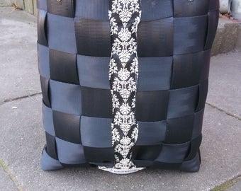 Bag shopper seat belt