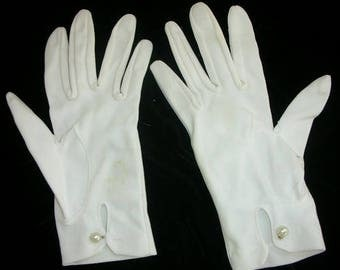 Vintage White Gloves with Pearl