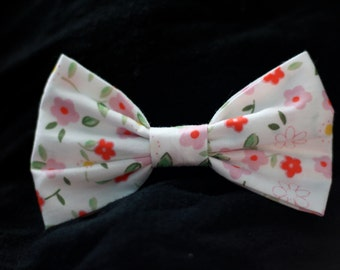 White and Pink Poppy Flowers Pattern Bow