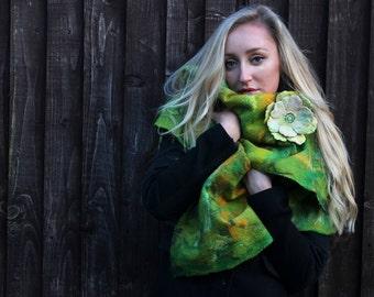 Summer dreams, shawl with brooch